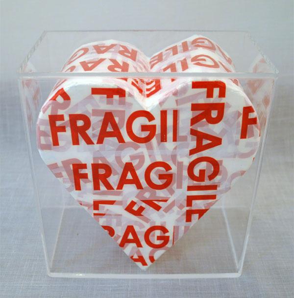 Cuore Fragile, tecnica mista e teca di plexiglass, 20 x 20 cm
