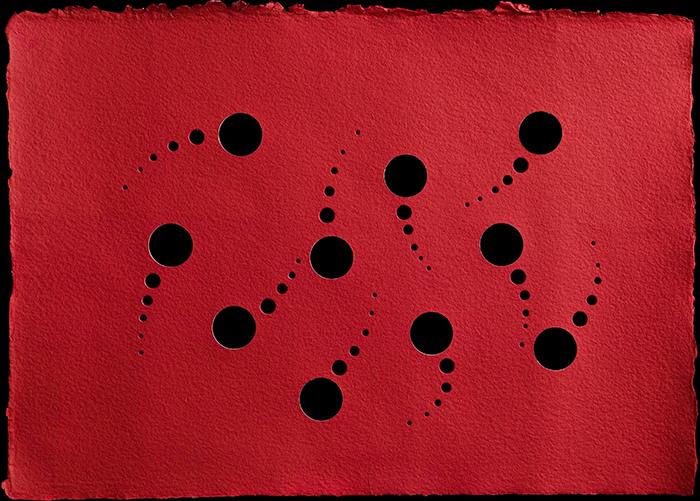Fori rossi, 2018, tecnica mista su carta, 35 x 39 cm cm