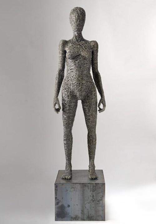 Prototype, 2013, filo di ferro e ferro, 173 x 55 x 40 cm