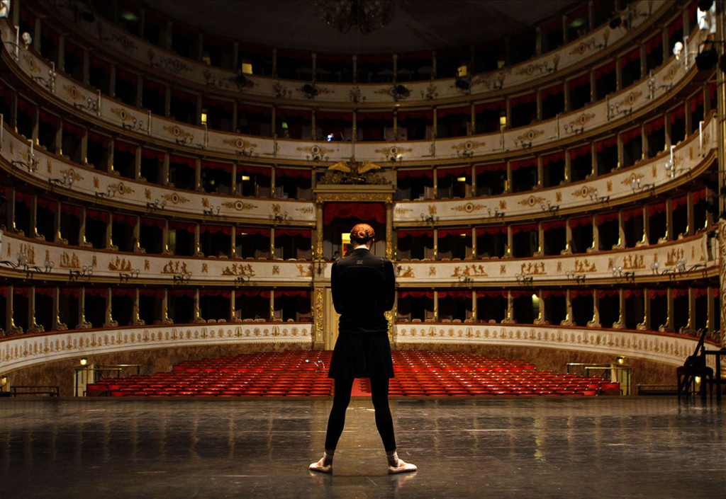 Loneliness, Svetlana Sakharova (Teatro di Modena), 2015, stampa inkjet su carta cotone, 100 x 150 cm, ed. 5 + II p.a.