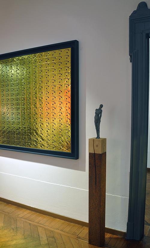 The rip, 2020, filo di ferro zincato, legno, ferro ossidato, 160 x 14 x 14 cm