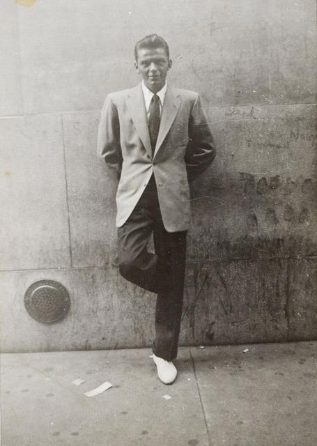 Scarpe bianche. Estate in Città, Sinatra ventenne a New York City, inizio anni '40, 35 x 27 cm
